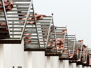 Temporal destelha casa em Sinop (Foto: Só Notícias/Cleverton Neves)
