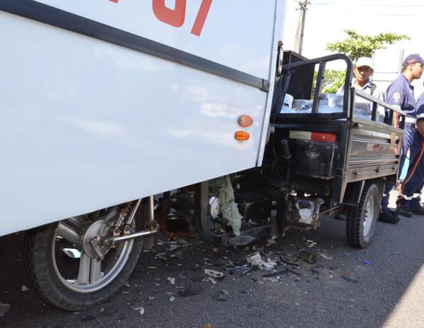 Acidente entre moto e ônibus em João Pessoa (Foto: Walter Paparazzo/G1)