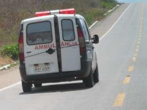 Internauta flagra ambulância com portas amarradas com cordas (Foto: Daniel Dennis dos Santos/Colaboração)