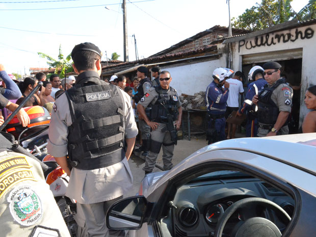 Jovem é assassinado em praça de João Pessoa (Foto: Walter Paparazzo/G1)