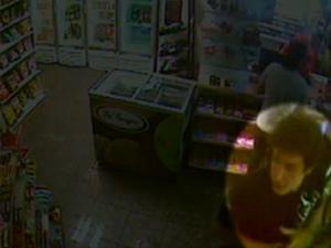 Daniel é flagrado por câmeras de monitoramento de segurança de posto de combustíveis em SP (Foto: Reprodução / Divulgação)