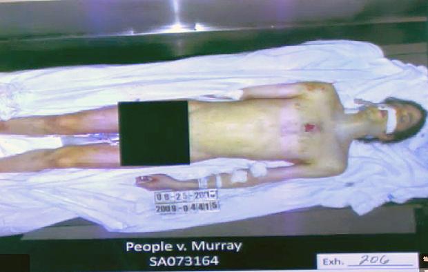 Nova imagem do corpo de Michael Jackson (Foto: Reuters)