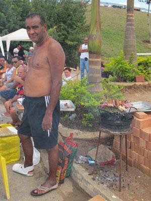 Diabético, Roberto conta que conseguiu um milagre graças a Nossa Senhora Aparecida (Foto: Raphael Prado/G1)