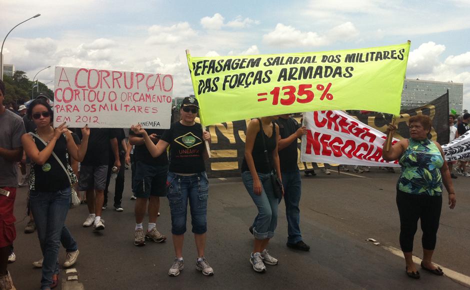 Brasília - Movimentos diversos, como o de esposas de militares reivindicaram aumento salarial para soldados.