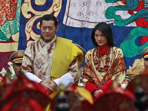 Rei do Butão, Jigme Khesar Wangchuk, durante cerimônia de casamento com a plebeia Jetsun Pema. (Foto: Kevin Frayer / AP Photo)