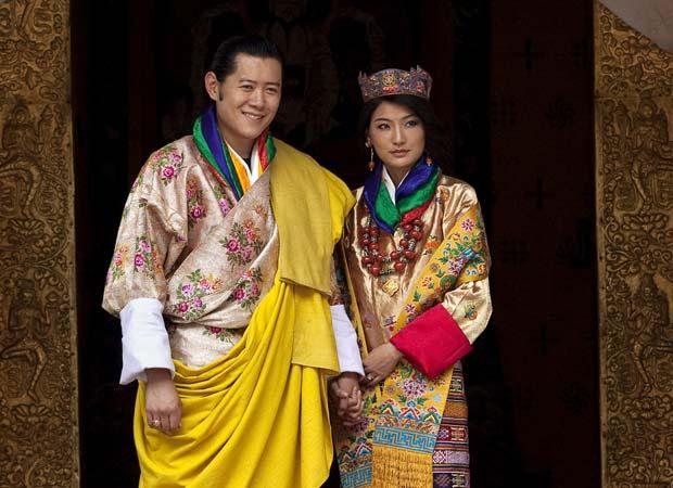 Rei do Butão, Jigme Khesar Wangchuk, durante cerimônia de casamento com a plebeia Jetsun Pema.  (Foto: AP)