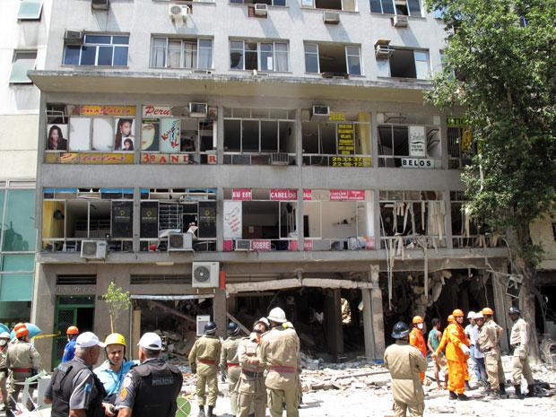 Subsolo e térreo do edifício Riqueza ficaram completamente destruídos após a explosão (Foto: Carolina Lauriano/G1)