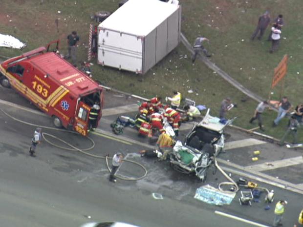 Acidente aconteceu no km 42 da rodovia, em Santana de Parnaíba (Foto: Reprodução/TV Globo)