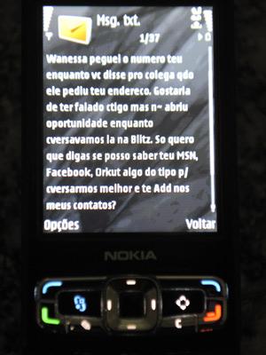 Estudante universitária diz ter recebido mensagem de fiscal de trânsito em seu celular após fiscalização em Porto Alegre (Foto: Ronaldo Bernardi/Zero Hora/Ag.RBS)