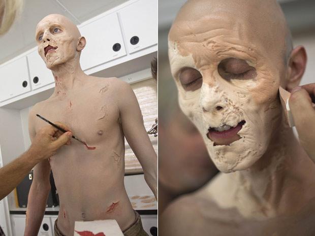 O ator Kevin Galbraith, 24, passa por processo de 3 horas de maquiagem para se transformar num zumbi do seriado 'The walking dead'. A segunda temporada da série tem lançamento no dia 16 de outubro. (Foto: AP)