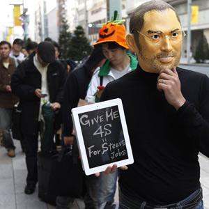 Fã na fila para comprar novo iPhone no Japão (Foto: Reuters)