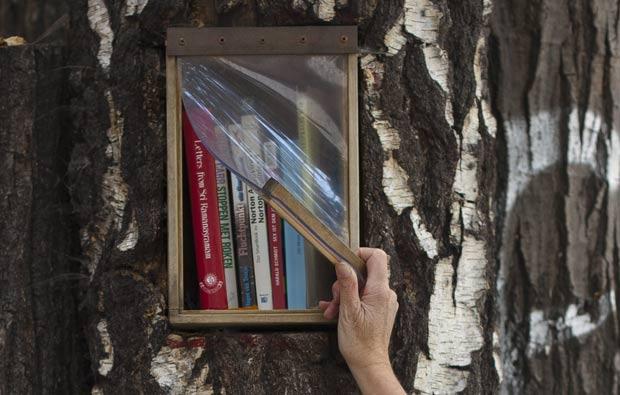 Leitores devem deixar outras obras no lugar das que retirou. (Foto: Markus Schreiber/AP)