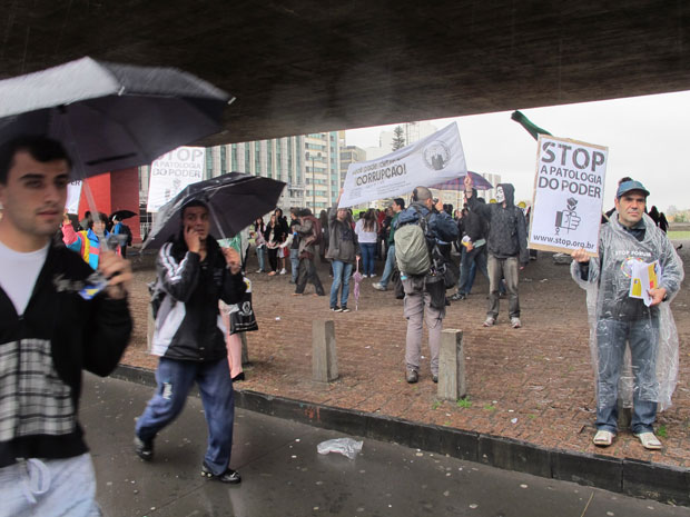 Segundo participantes, o baixo quórum provavelmente se explica devido à chuva e a protestos paralelos organizados na capital paulista (Foto: Fábio Tito/G1)