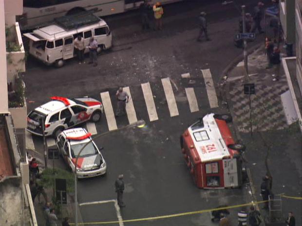 Acidente aconteceu próximo ao Elevado Costa e Silva, no Centro da cidade (Foto: Reprodução/ TV Globo)