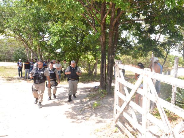 Polícia encontra corpo de homem em Jacarapé (Foto: Walter Paparazzo/G1)