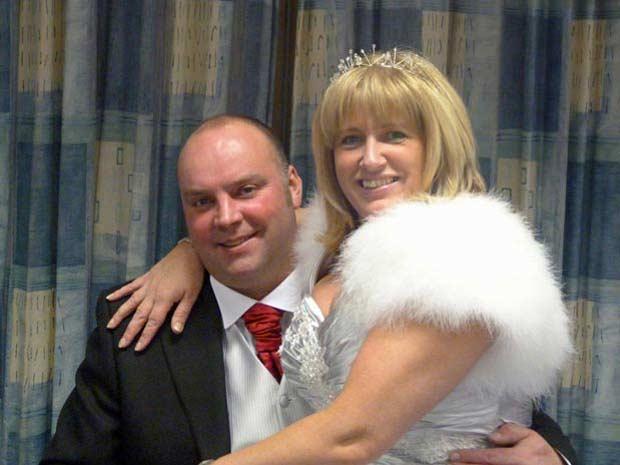 Paul e Debbie na foto do casamento (Foto: Barcroft)
