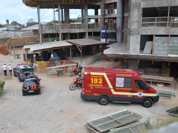Operador cai de prédio em construção em João Pessoa (Foto: Walter Paparazzo/G1PB)