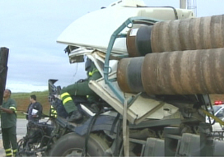Cancela de pedágio não abriu e gerou acidente (Foto: Reprodução/ TV Vanguarda)