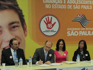 Alckmin sanciona lei que torna mais rígida a fiscalização da venda de bebidas alcóolicas (Foto: Letícia Macedo / G1)