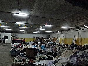 Loja que vendia tecidos suspeitos de serem lixo hospitalar em Santa Cruz do Capibaribe (Foto: Katherine Coutinho/G1)