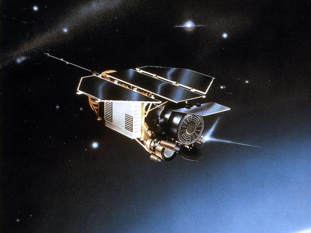 Ilustração do satélite Rosat, lançado pelo Centro Aeroespacial Alemão em 1990 (Foto: AP Photo/EADS Astrium)