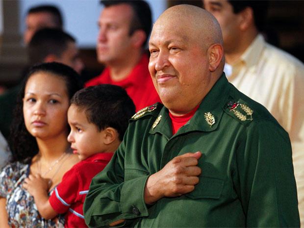 O presidente venezuelano, Hugo Chávez, participa de missa em Táchira nesta quinta-feira (20) (Foto: Reuters)