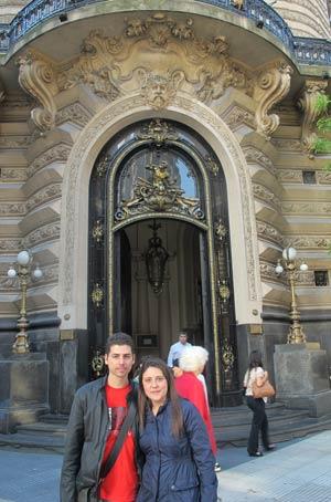 Henry e Elisa no centro da capital argentina, que será tema de novo guia (Foto: Amauri Arrais / G1)