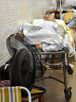 Pacientes e ventilador (Foto: Iara Vilela/G1)