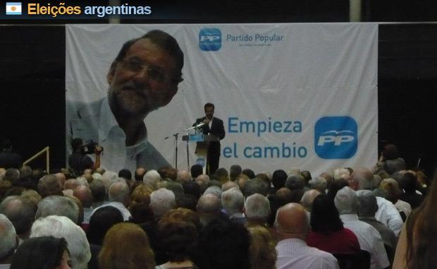 Ato do PP argentino realizado em Buenos Aires, com foto do candidato Mariano Rojoy ao fundo (Foto: Reuters)