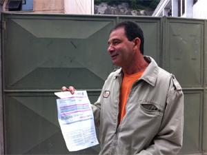 Carlos Alberto chegou um minuto atrasado e encontrou portões fechados (Foto: Tássia Thum/G1)