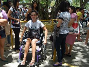 Elisângela de Araújo, cadeirante com pedidos atendidos (Foto: Vanessa Bahé/G1)