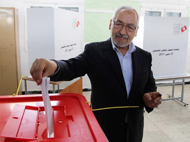 Rachid Ghannouchi é o líder do partido Ennahda, favorito para ganhar a maioria dos votos na Tunísia (Foto: AP Photo/Amine Landoulsi)