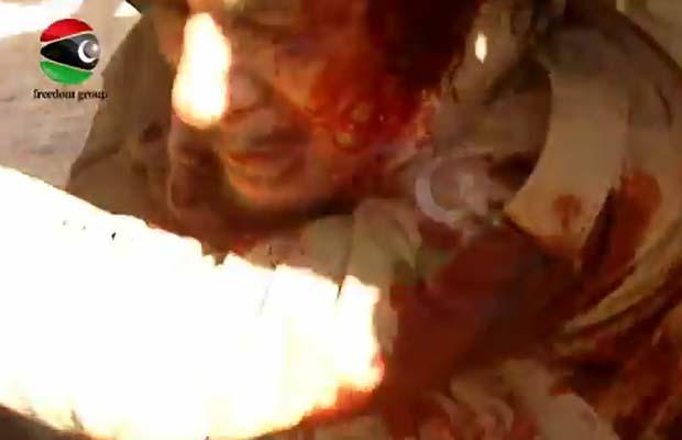 Reprodução do vídeo do Freedom Group que mostra o momento da captura de Kadhafi (Foto: Reprodução de vídeo)