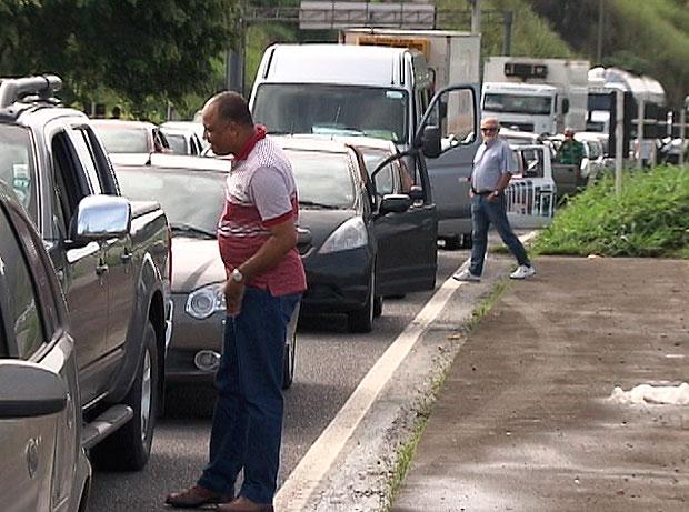 Congestionamento na BR-324 (Foto: Reprodução/TV Bahia)