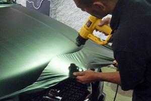 carro adesivo envelopamento preto (Foto: Divulgação)