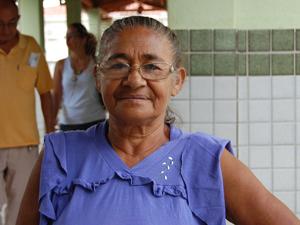 Iraci acompanhou a vizinha que passou mal até o Cais de Jaguaribe (Foto: Krystine Carneiro/G1)