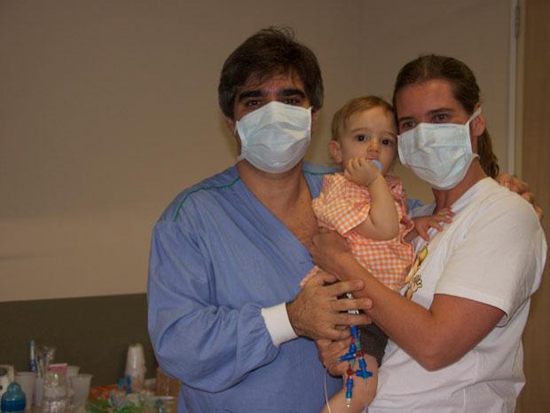 Luis Cláudio e Adriana com Gui no hospital (Foto: Arquivo Pessoal)