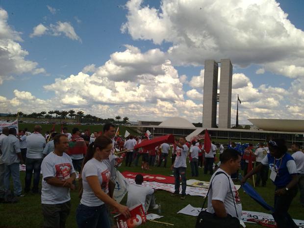 Após manifestação, vigilantes devem procurar deputados para pedir votação de proposta que aumenta remuneração. (Foto: Naiara Leão/G1)