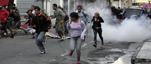 fuga protesto camelôs (Foto: Werther Santana/Agência Estado)