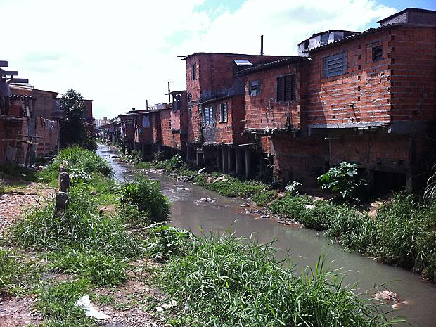 Justiça determinou a desocupação da Favela Vietnã, na Zona Sul de São Paulo, porque considerou que as casas estavam construídas sobre área de risco com a proximidade da época de chuvas (Foto: Raphael Prado/G1)