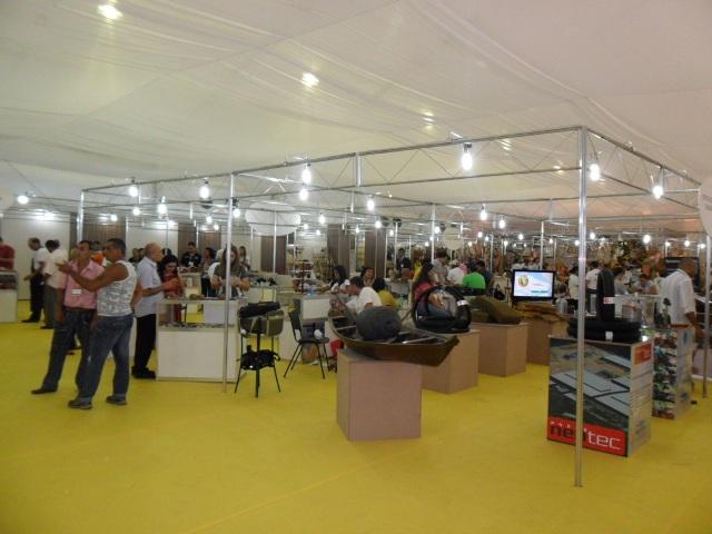 O espaço reúne cerca de 120 expositores para a apresentação e livre comercialização de seus produtos  (Foto: Alan Chaves/G1)