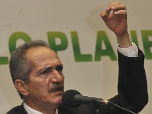 O deputado Aldo Rebelo, durante encontro com secretários de meio ambiente, na Câmara (Foto: José Cruz  / Agência Brasil)