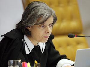 Ministra Cármen Lúcia atendeu pedido do procurador-geral Roberto Gurgel para remeter investigação ao STJ (Foto: Carlos Humberto/SCO/STF)