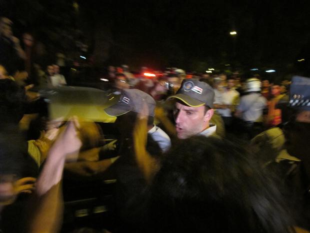 Alunos entram em confronto com a PM (Foto: Paulo Toledo Piza/G1)