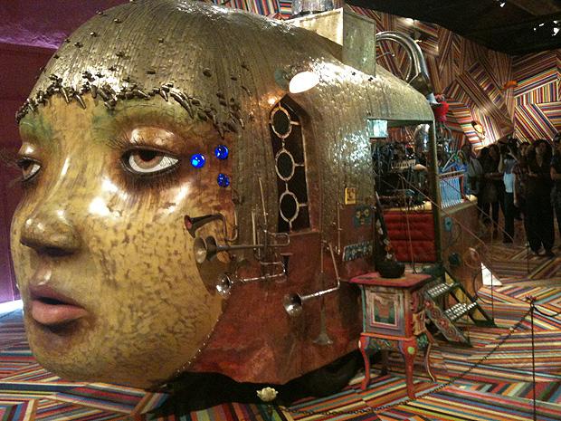 Fermata, de OsGemeos, escultura mecânica em exposição no Museu Vale (Foto: Amanda Monteiro/ G1 ES)