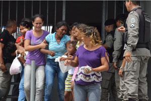 Rebelião no presídio do Roger em João Pessoa (Foto: Walter Paparazzo/G1)