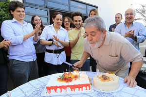 Lula comemora aniversário com funcionários do Instituto Cidadania (Foto: Ricardo Stuckert / Instituto Cidadania)