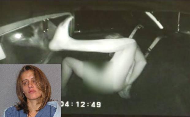 Erin chegou a chutar o veículo policial ao ser pres (Foto: Reprodução/Fox)