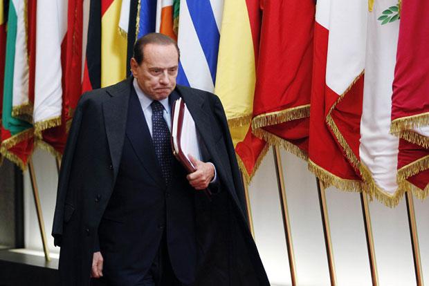 Silvio Berlusconi após reunião de líderes europeus em Bruxelas na quinta (27) (Foto: Reuters)