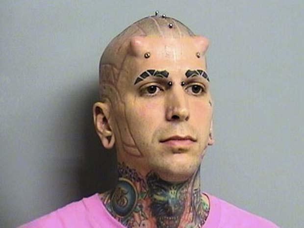 Com chifres na cabeça, o americano Jesse Thornhill ficou conhecido em 2010 após ser preso acusado de tentar atropelar seu senhorio. (Foto: Divulgação)
